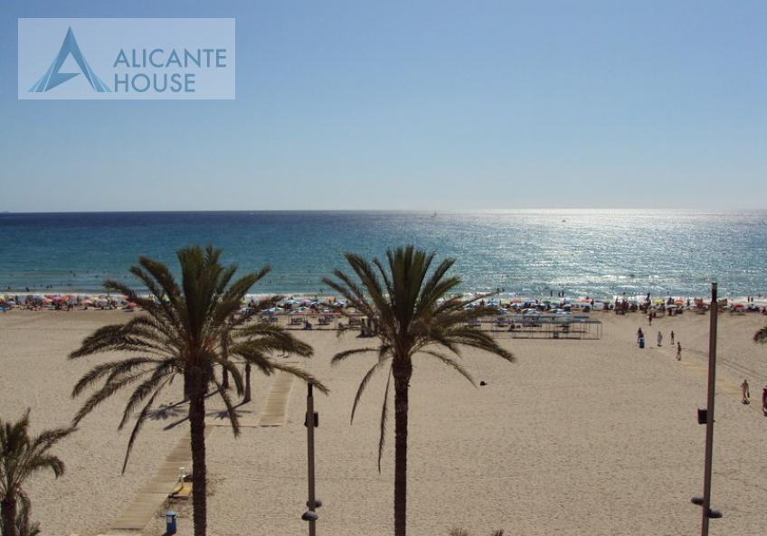 Snow White Beach in Alicante