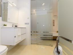 The bathroom is equipped with modern bathroom fixtures